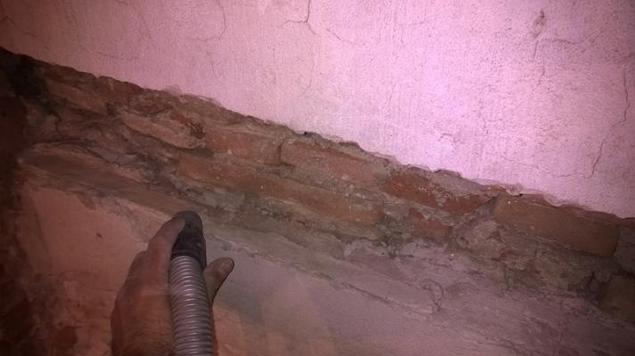 Rimozione dei detriti presenti nella parete